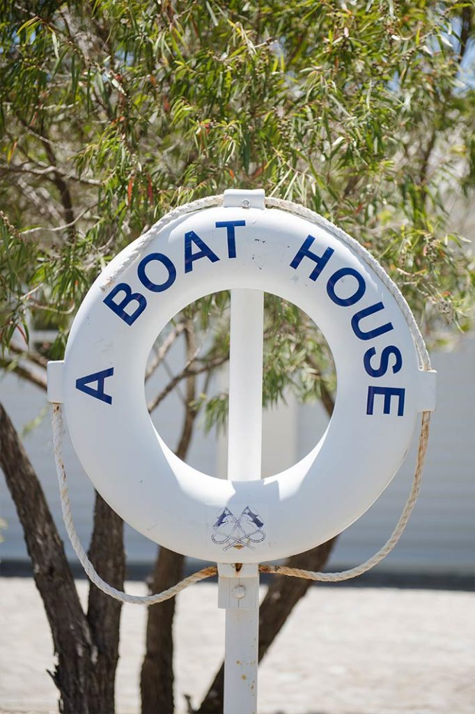 african-mag-places-we-love-a-boat-house-gal-7